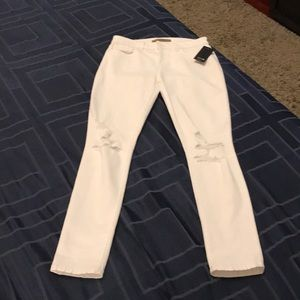 Cute distressed white skinny Joes jeans